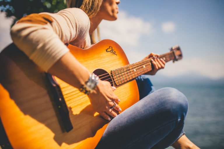 Gode og sjove ting ved at spille på guitar